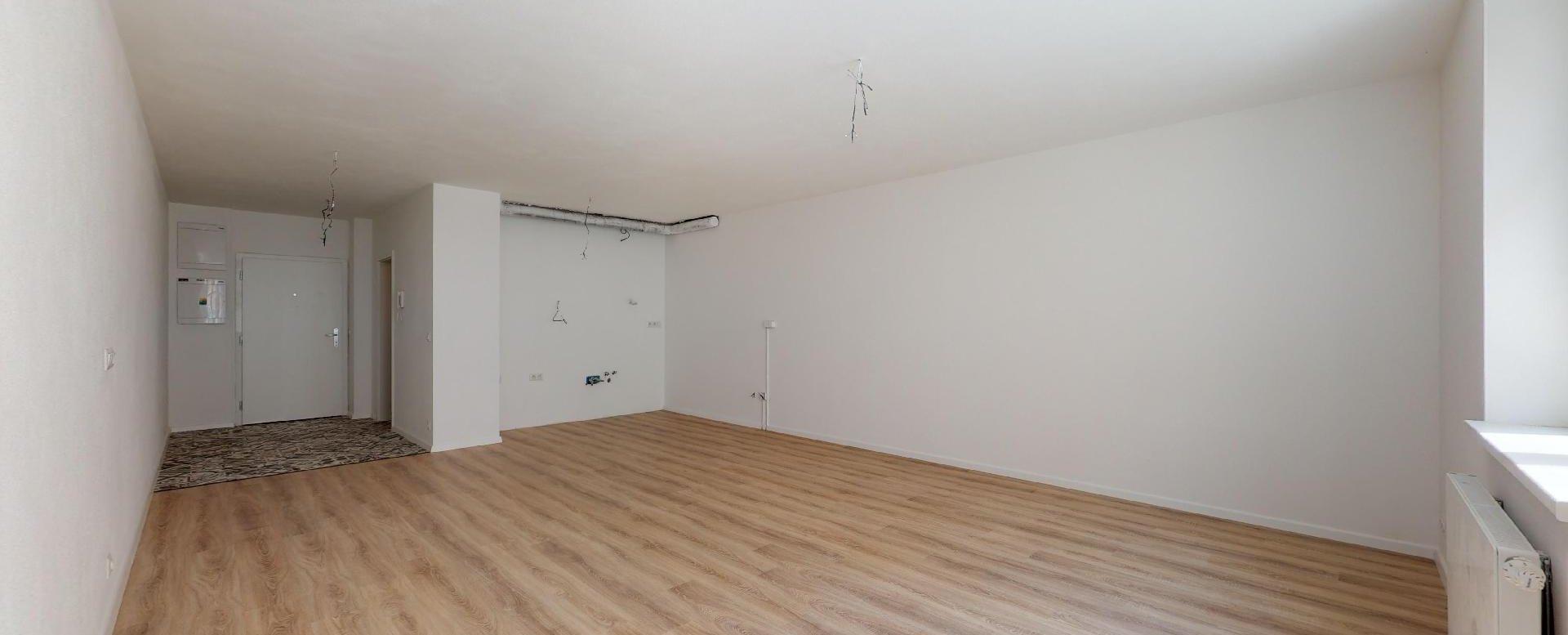 Nezariadená obývacia izba bez kuchynskej linky na Beskydskej 10
