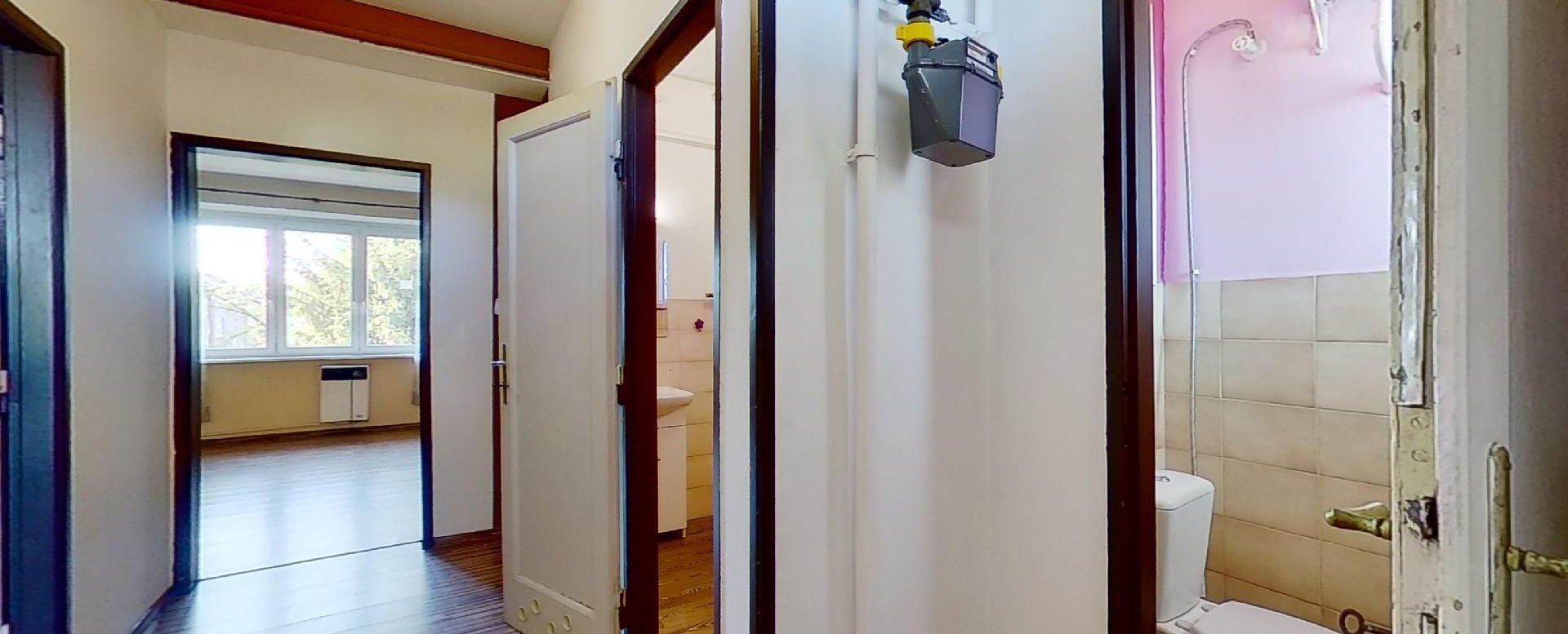 chodba a toaleta