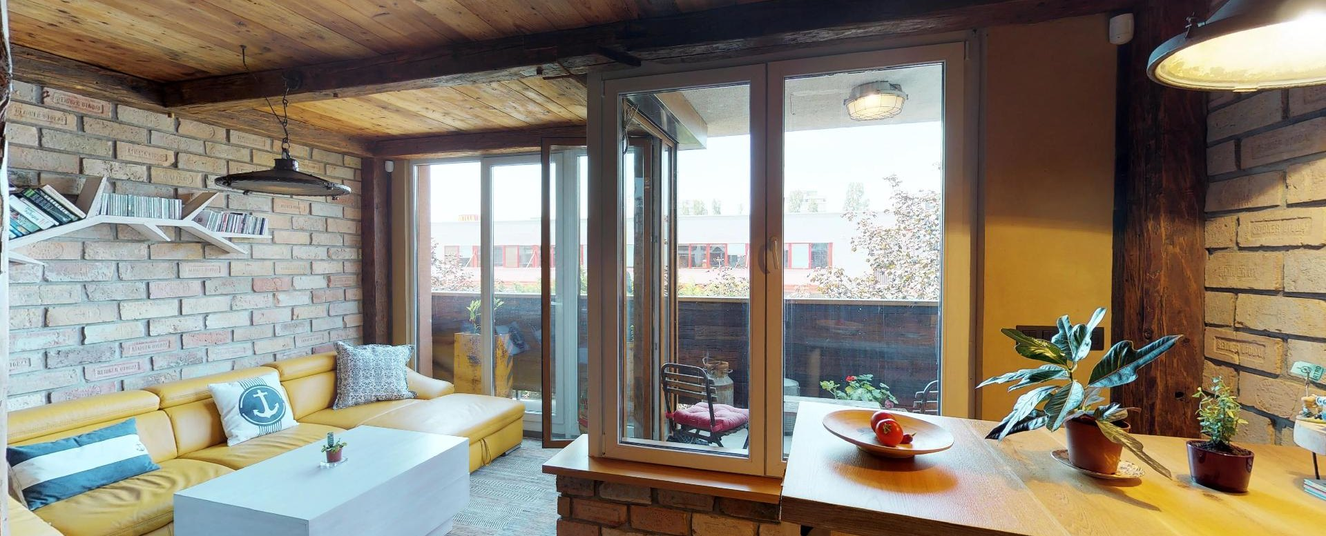 Pohľad na stôl a do obývacej izby v byte na Dieňovej ulici