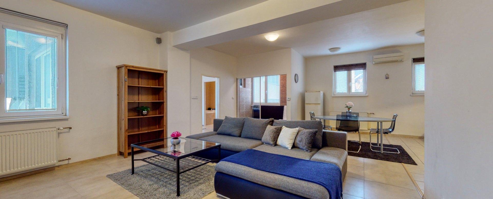 Pohľad na sedačku v obývacej izbe
