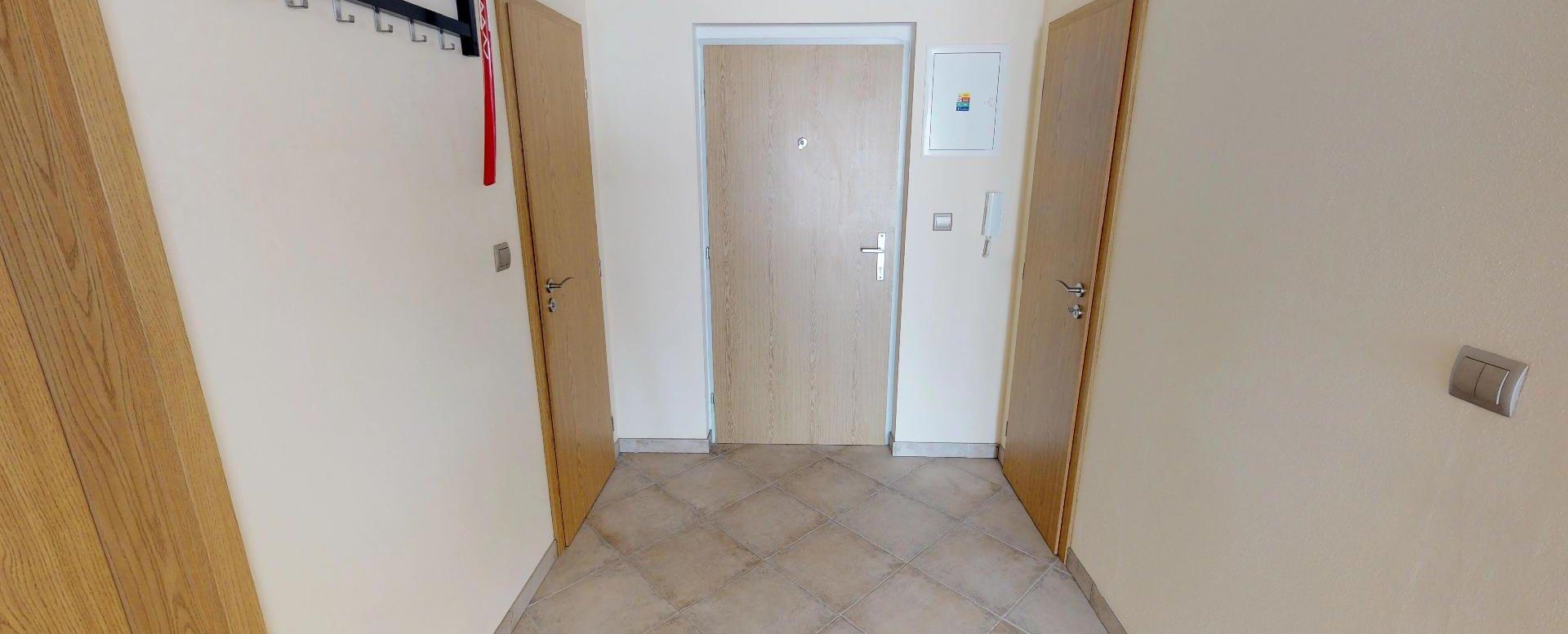 Predsieň v 2-izbovom byte na Budatínskej uliciv Petržalke