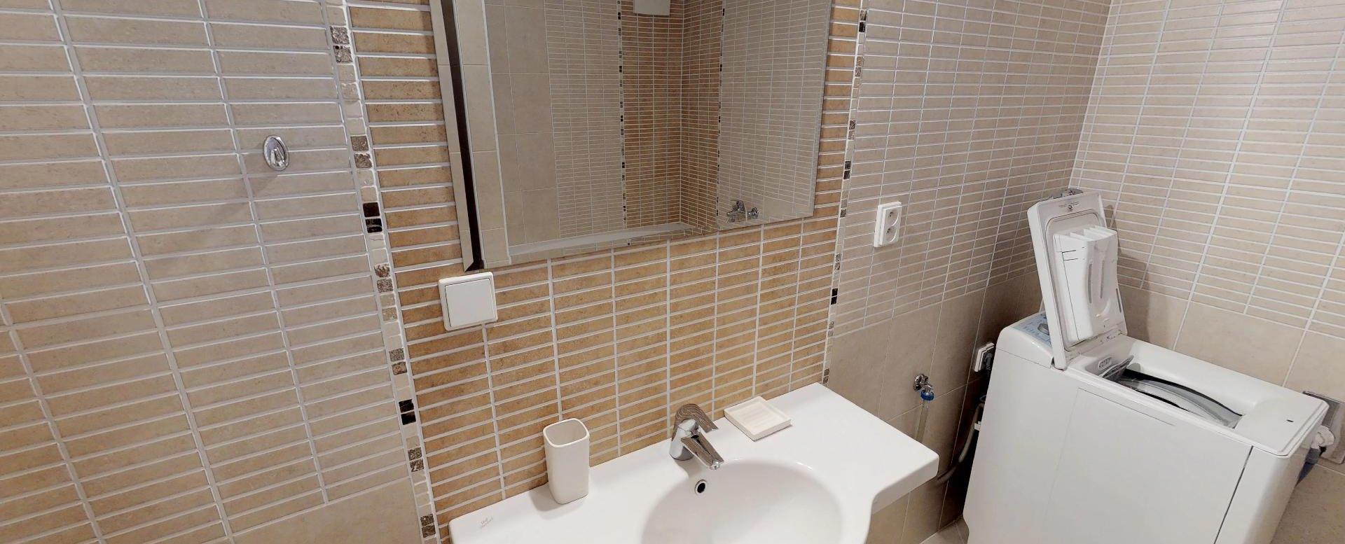 Pohľad v kúpeľni v 2-izbovom byte na Budatínskej uliciv Petržalke
