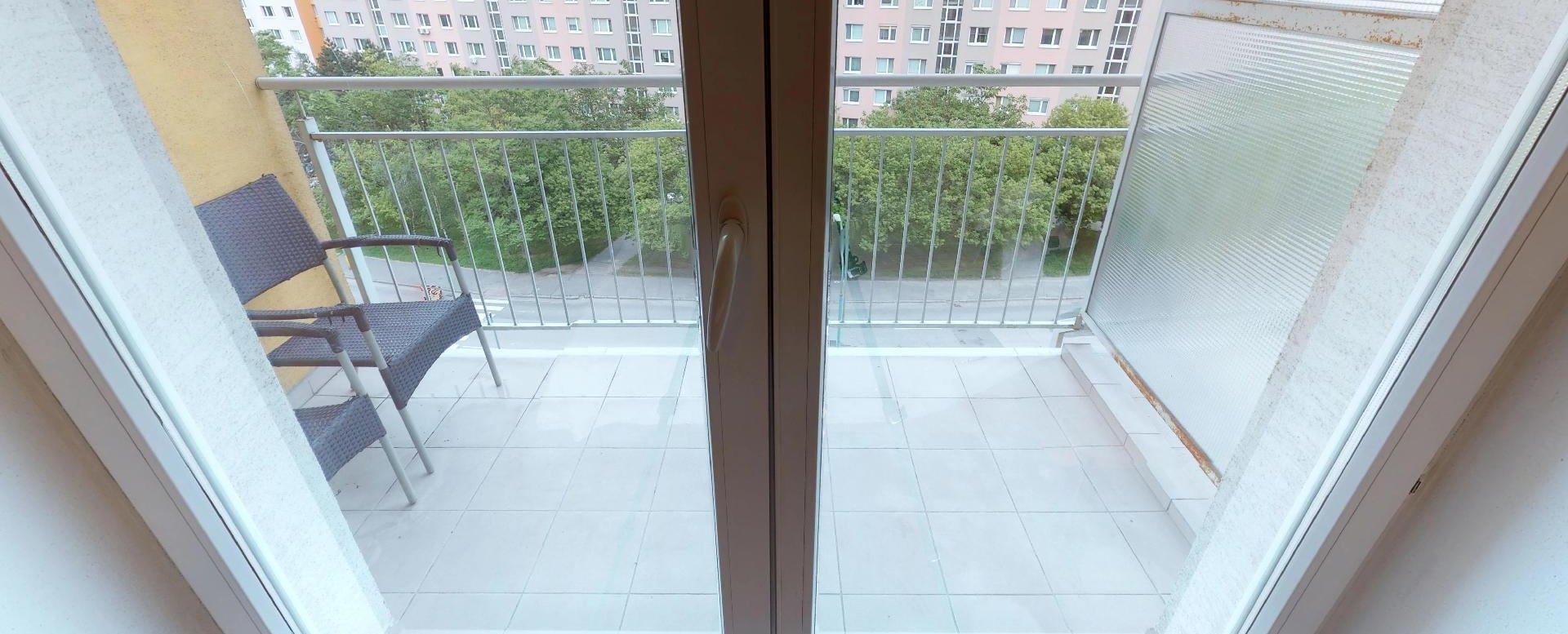 Lodžia v 2-izbovom byte na Budatínskej uliciv Petržalke