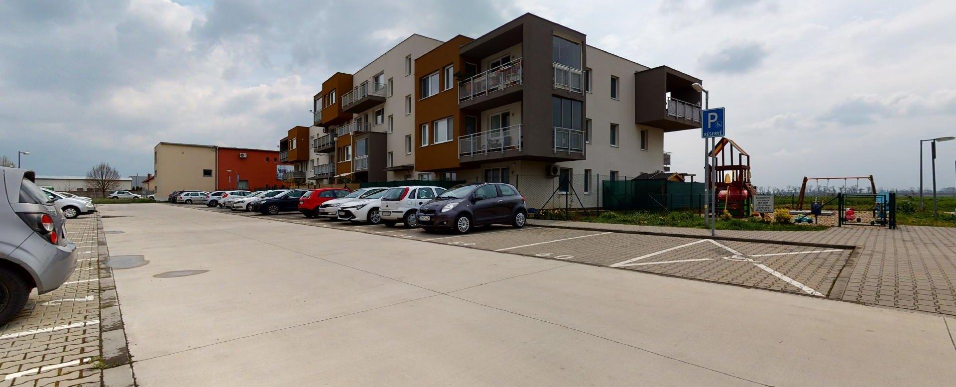 bytový dom na Javorovej ulici v Dunajskej Lužnej