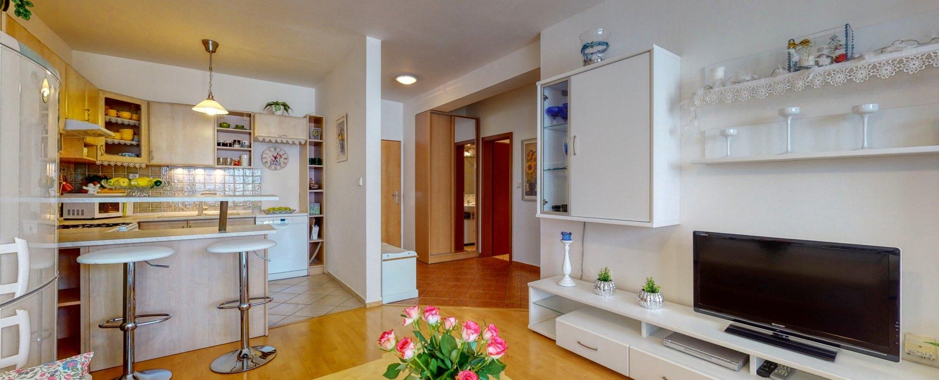 Obývacia izba prepojená s kuchyňou