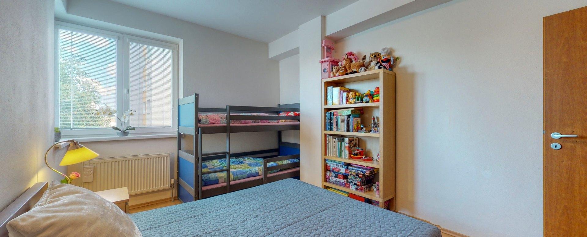 Spálňa s detským kútikom