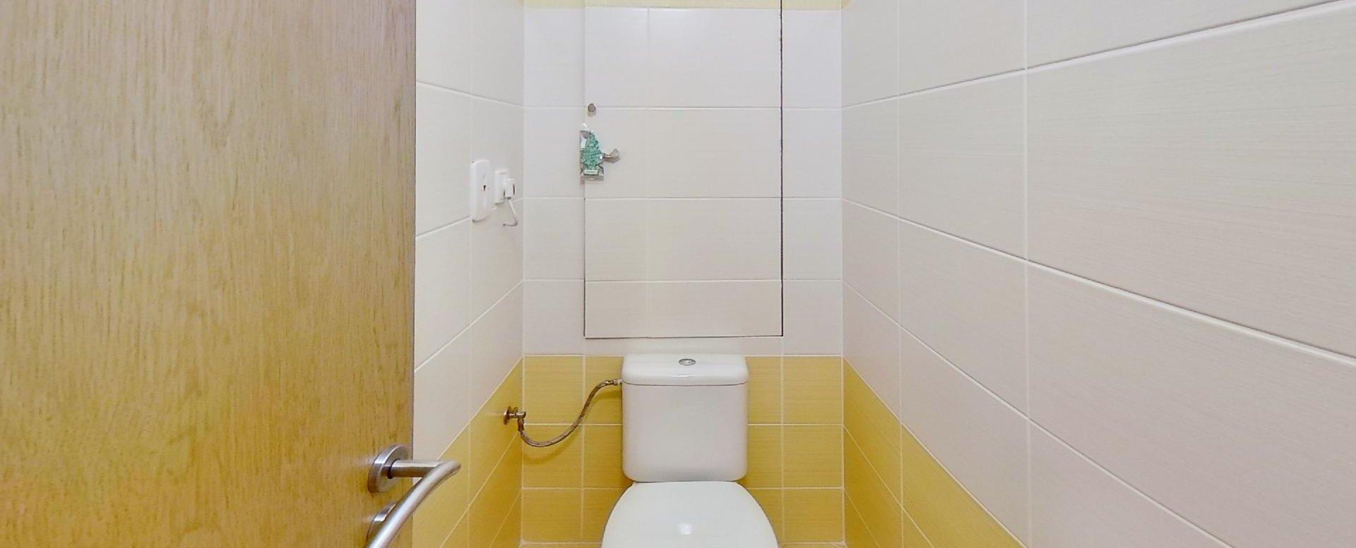 Toaleta Obývacia izba s kuchynskou linkou v 2-izbovom byte na ulici Jana Kráľa v Čadci