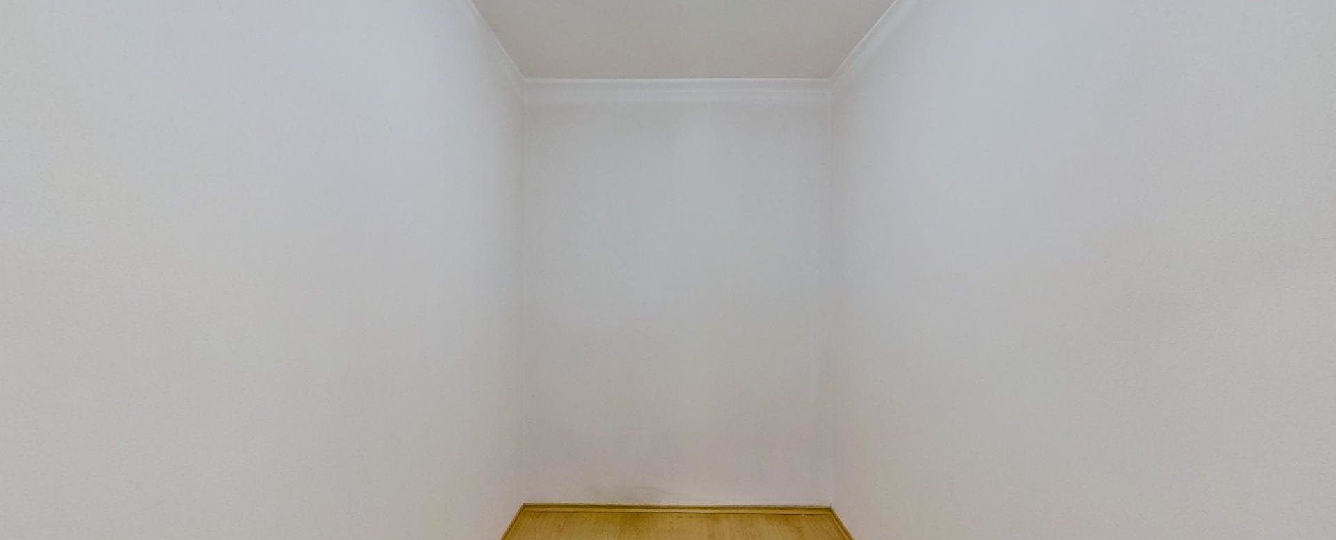 Šatník Obývacia izba s kuchynskou linkou v 2-izbovom byte na ulici Jana Kráľa v Čadci