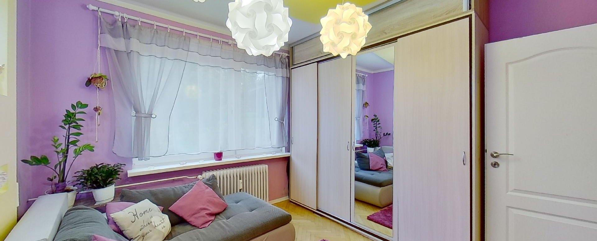Pekne zariadená obývacia izba v 2-izbovom byte na Školskej v Čadci
