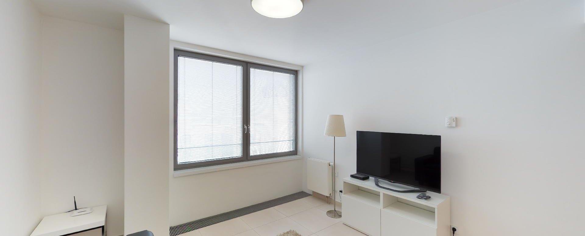 Pohľad na TV a okno