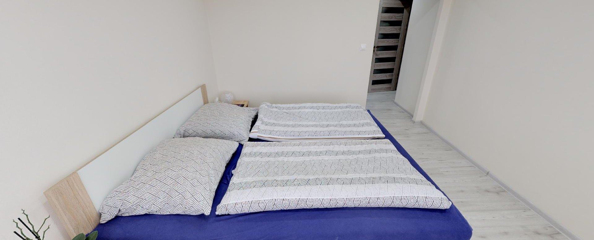 Manželská posteľ v 2-izbovom byte na bulvári v Žiline