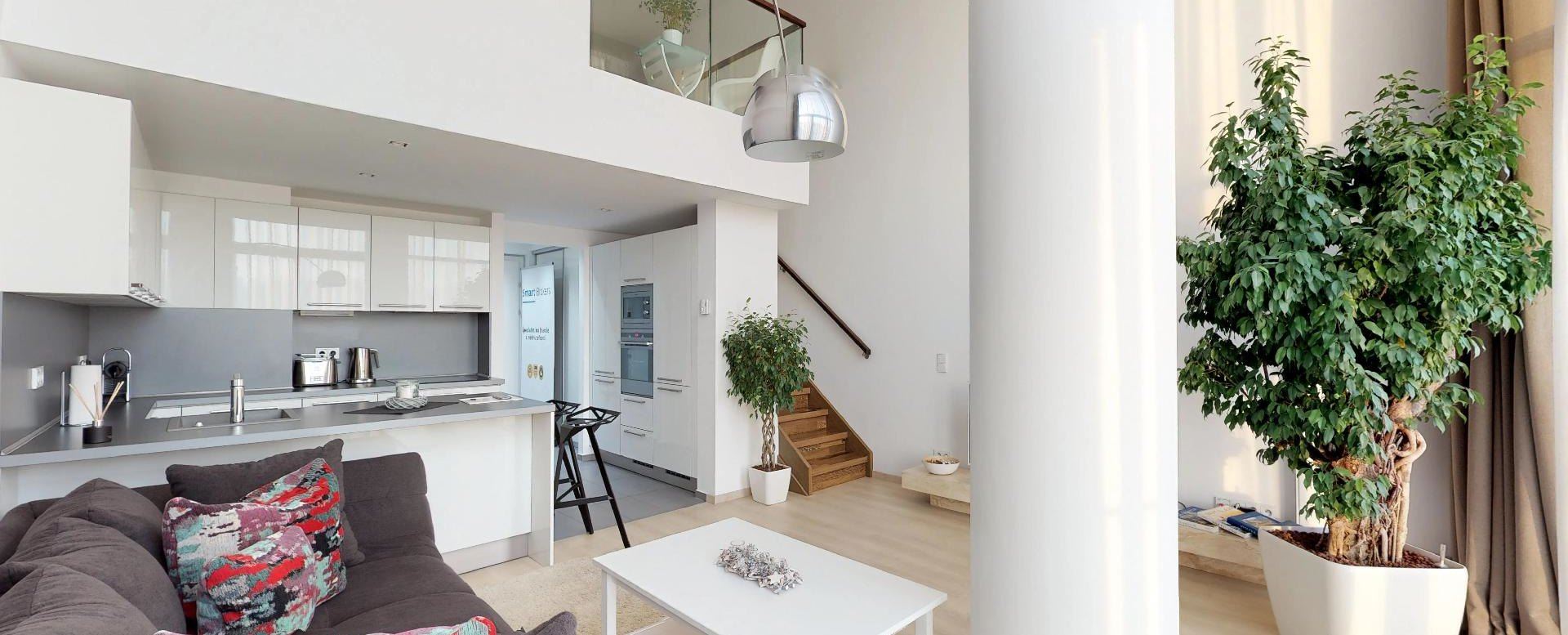 Obývacia izba s kuchyňou 2-izbového mezonetu v Eurovea Riverside