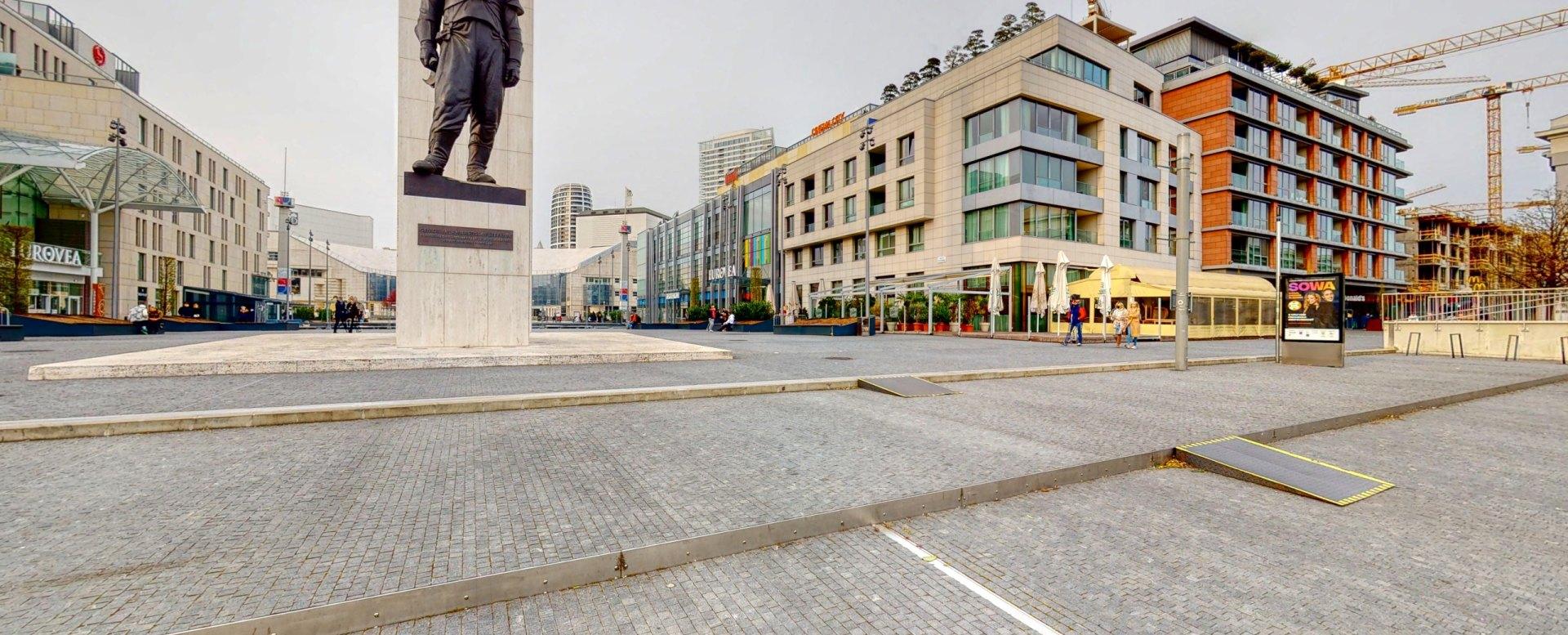 Námeste a socha M. R. Štefánika