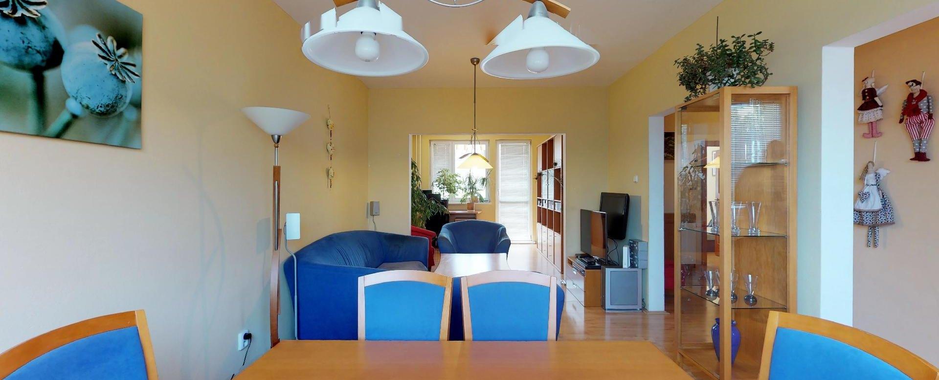 Obývacia izba 4-izbového bytu na Lachovej v Petržalke