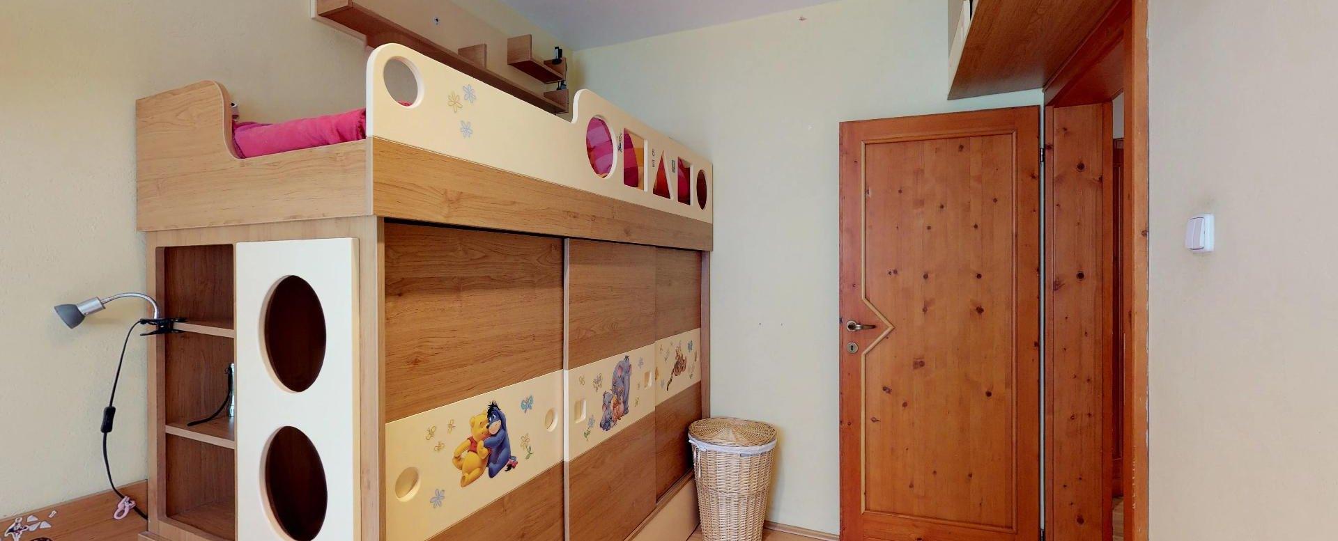 poschodová posteľ s úložným priestorom