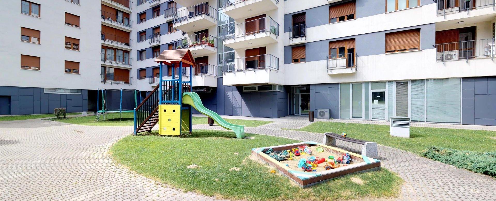 detské ihrisko bytového domu Boria