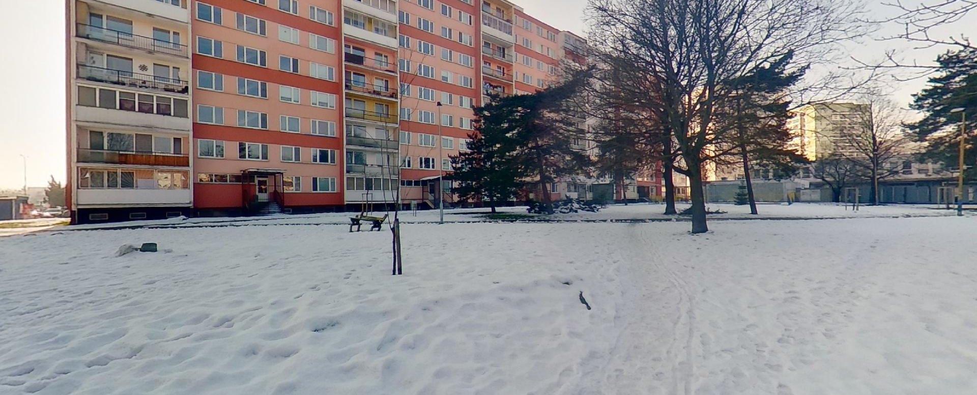 Pohľad na okolie bytového domu