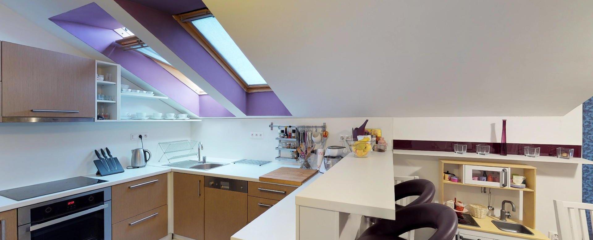 Kuchyňa Zariadená obývacia izba v 3-izbovom byte v Kysuckom Lieskovci