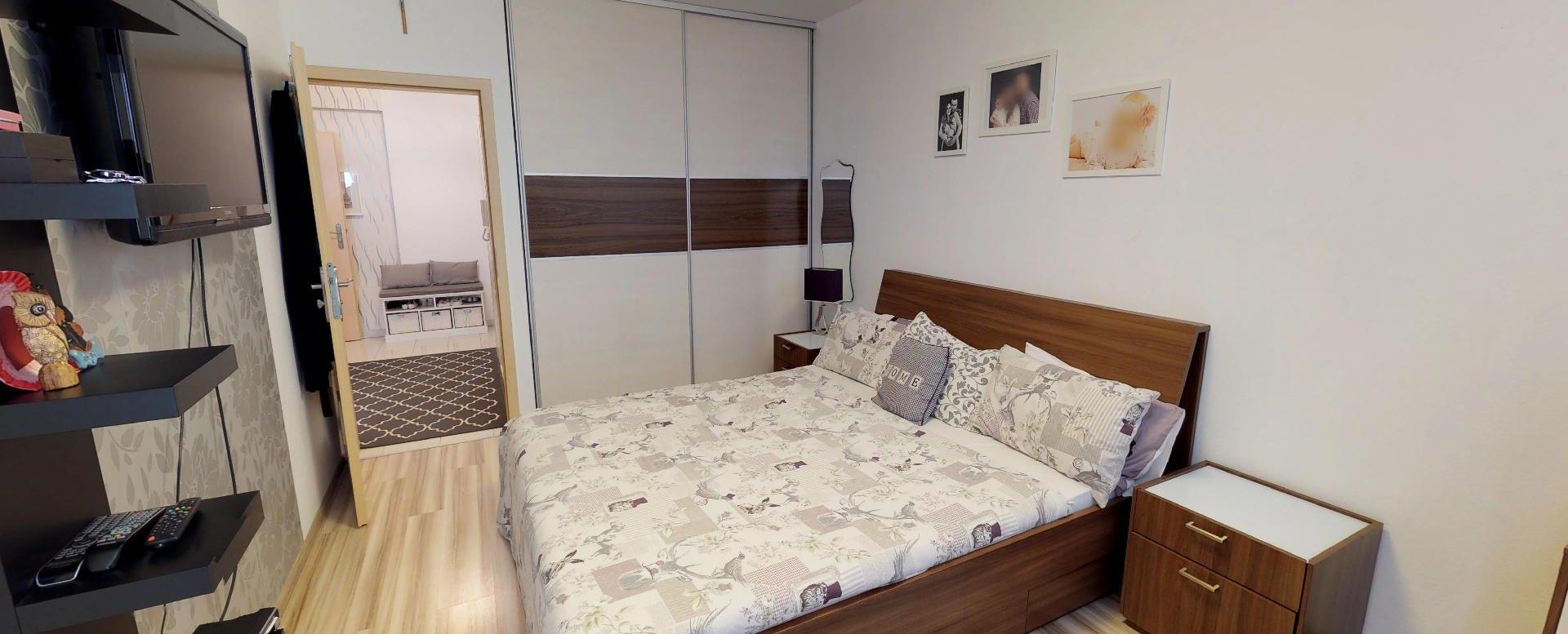 Spáľňa Zariadená obývacia izba v 3-izbovom byte v Kysuckom Lieskovci