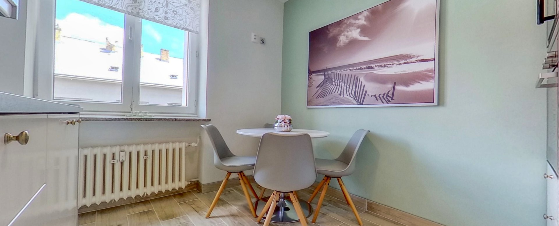 Pohľad na jedálenský stôl v kuchyni