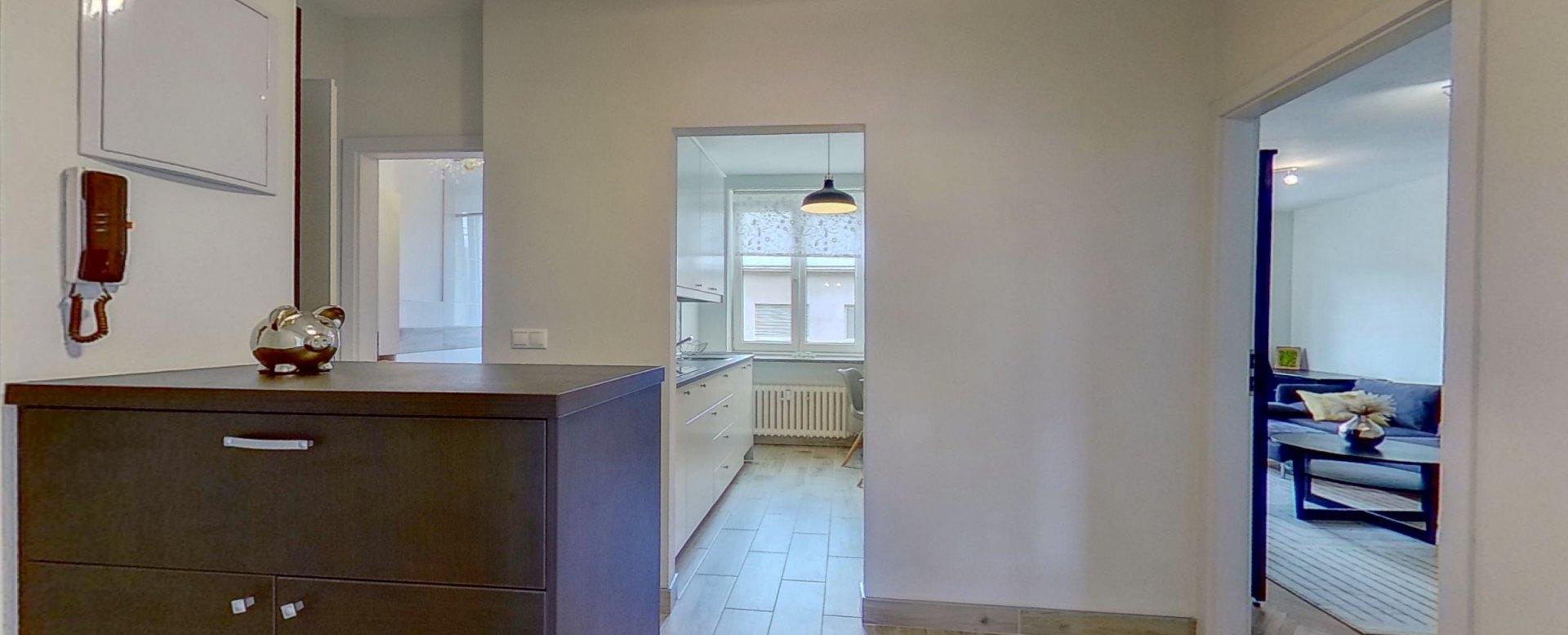 Predsieň a pohľad do kuchyne