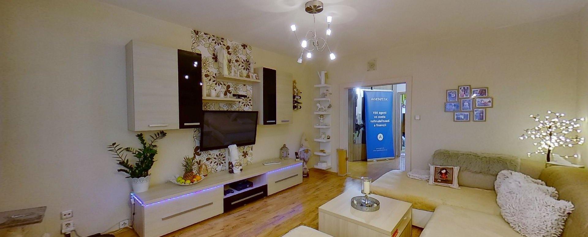 Obývačka a TV pohľad 2