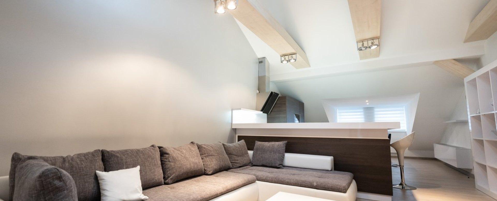 Obývacia izba a sedacia súprava v 3-izbovom byte na Botovej v Žiline
