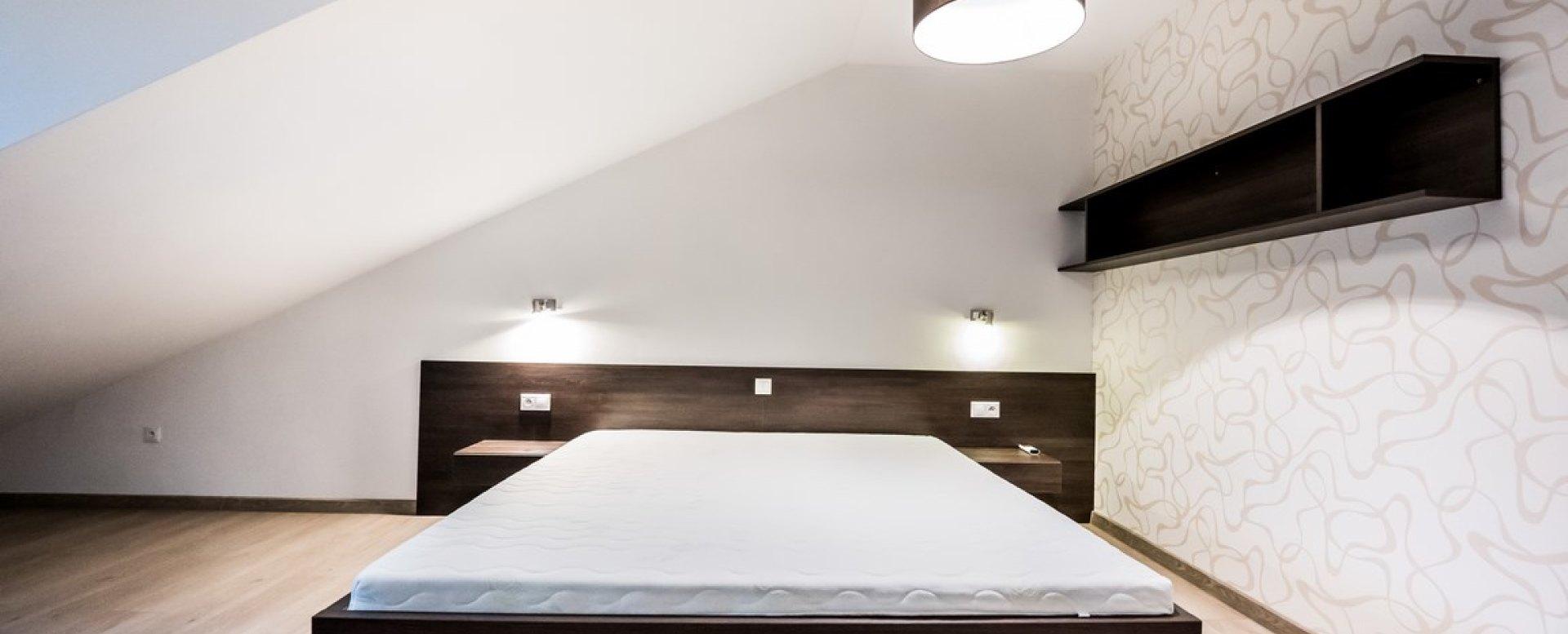 Moderná a pohodlná manželská posteľ v 3-izbovom byte na Botovej v Žiline