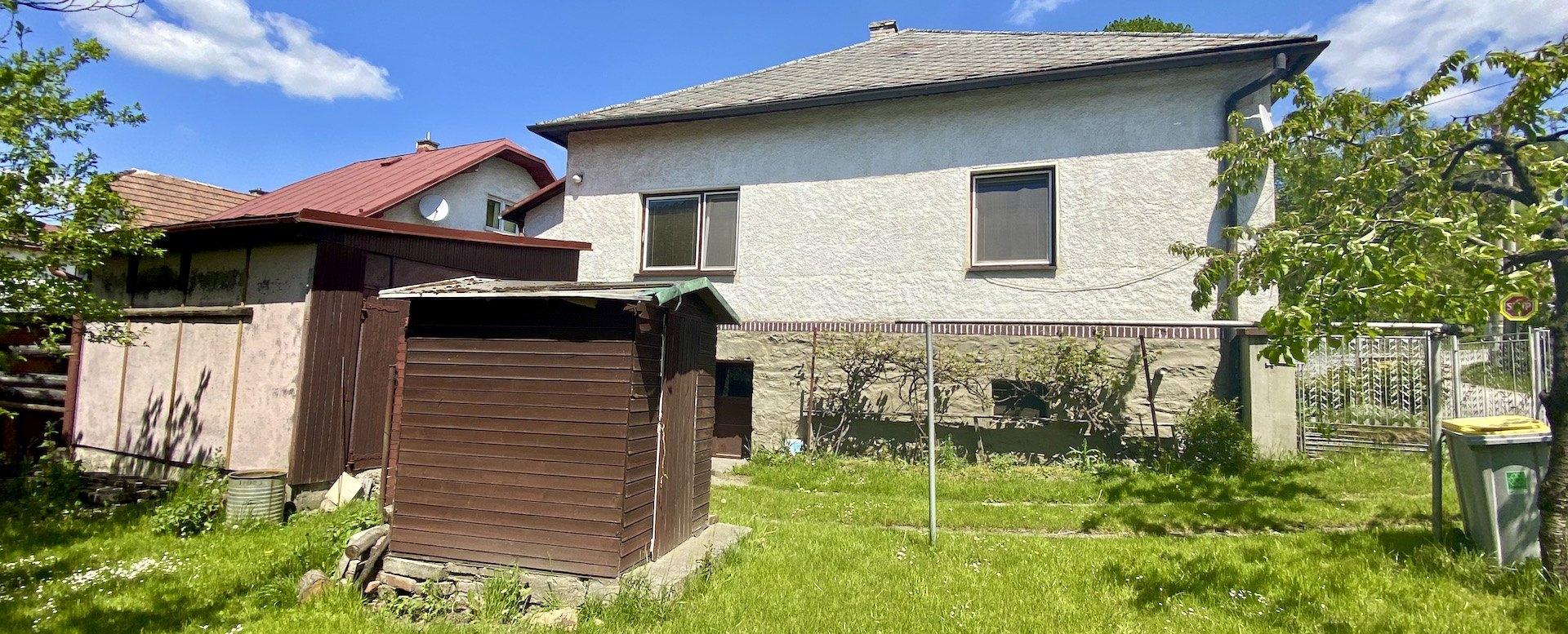 Rodinný dom s kôlňou pohľad zboku