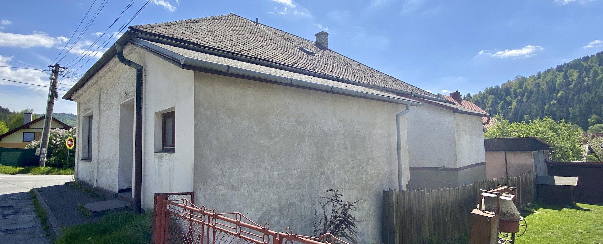 Dom pohľad z bočnej strany