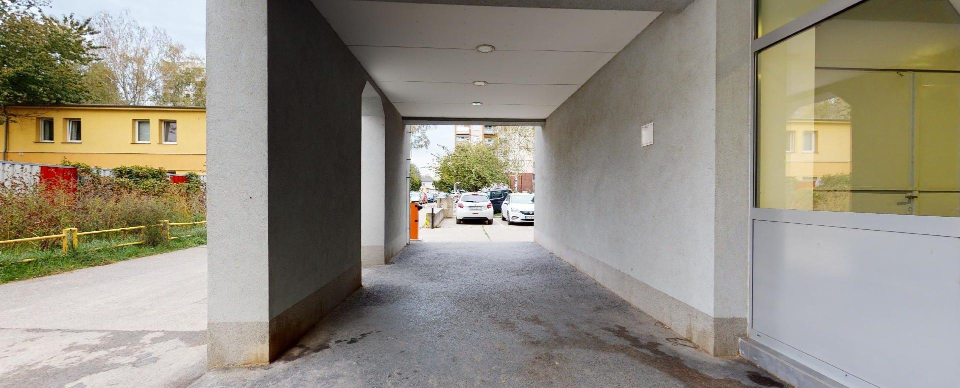 Prístup k bytovému domu Vlčie hrdlo 57