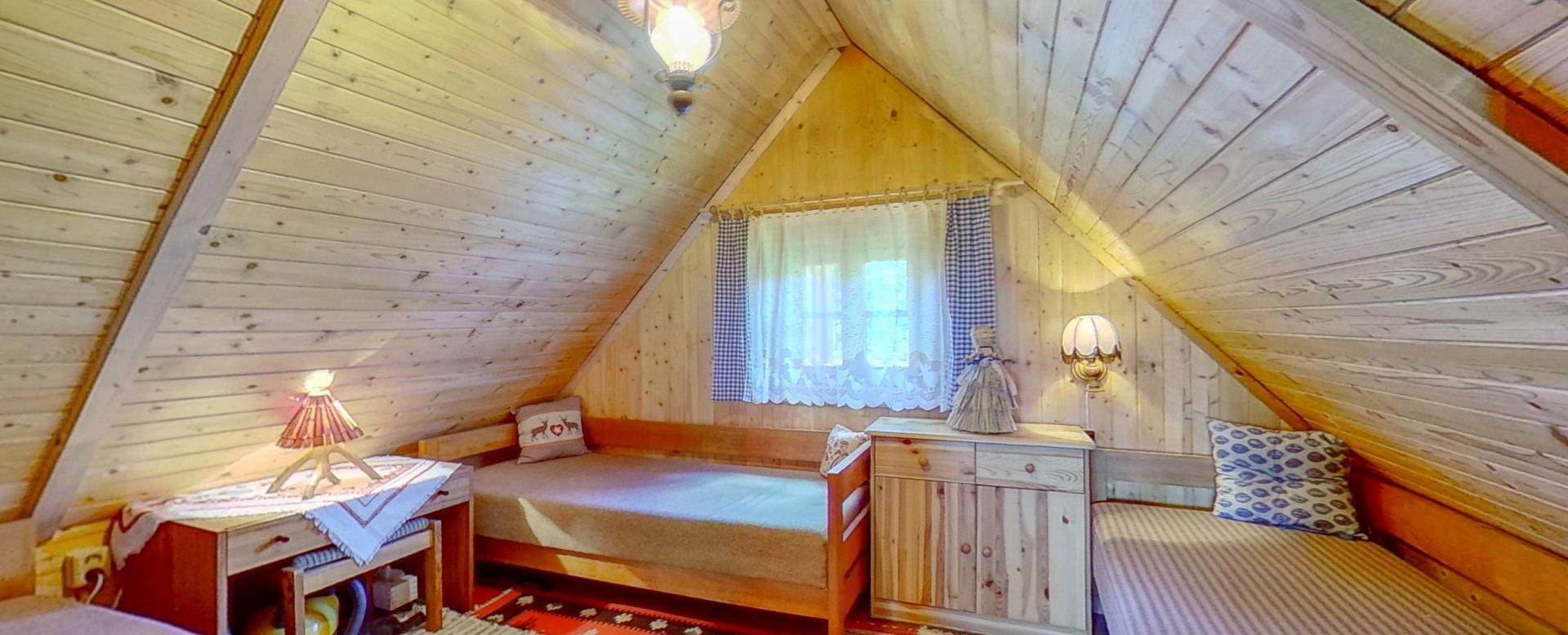 podkrovná časť s 3 posteľami