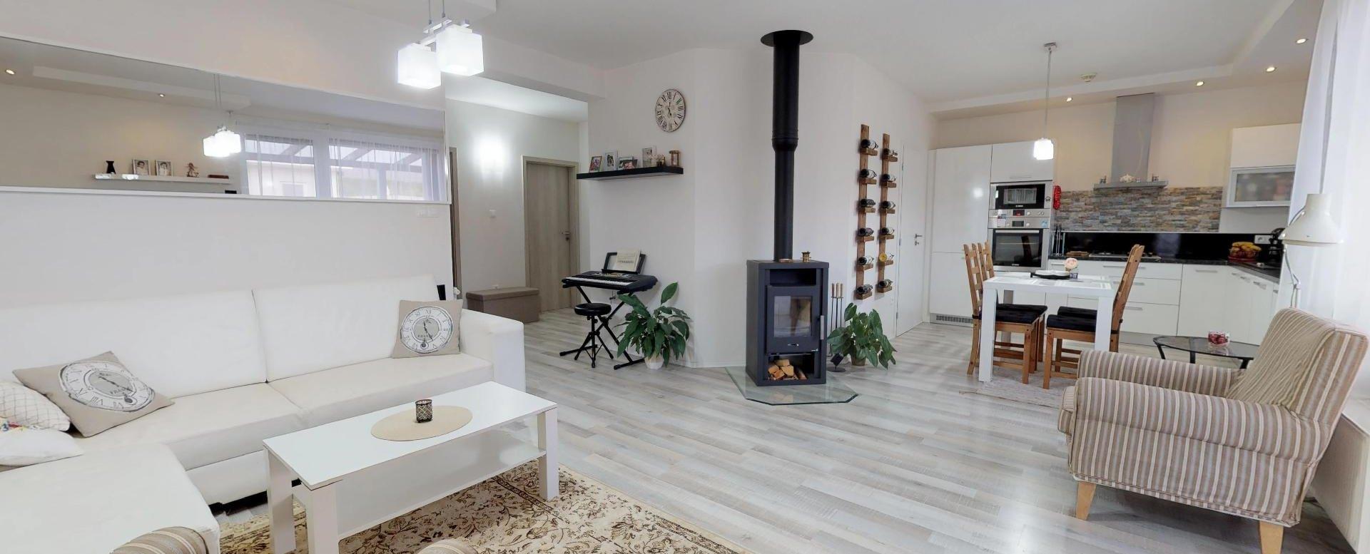 Obývacia izba rodinnéhno domu v Mojši pri Žiline
