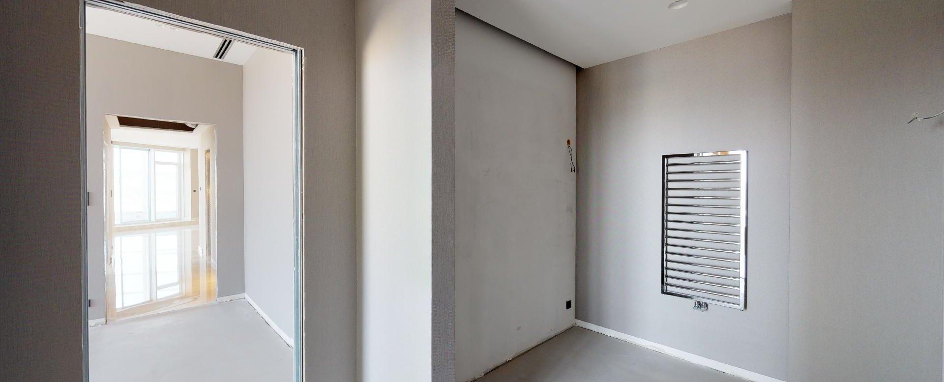Šatník v penthouse v Panorama Towers