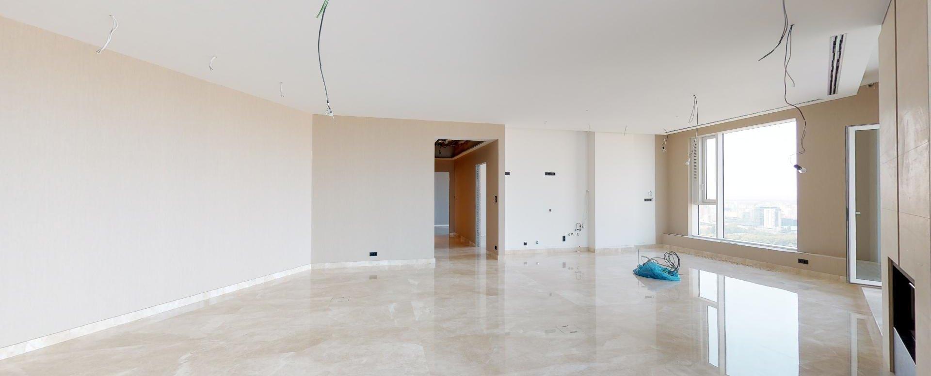Priestranná obývacia izba s kuchyňou v penthouse v Panorama Towers