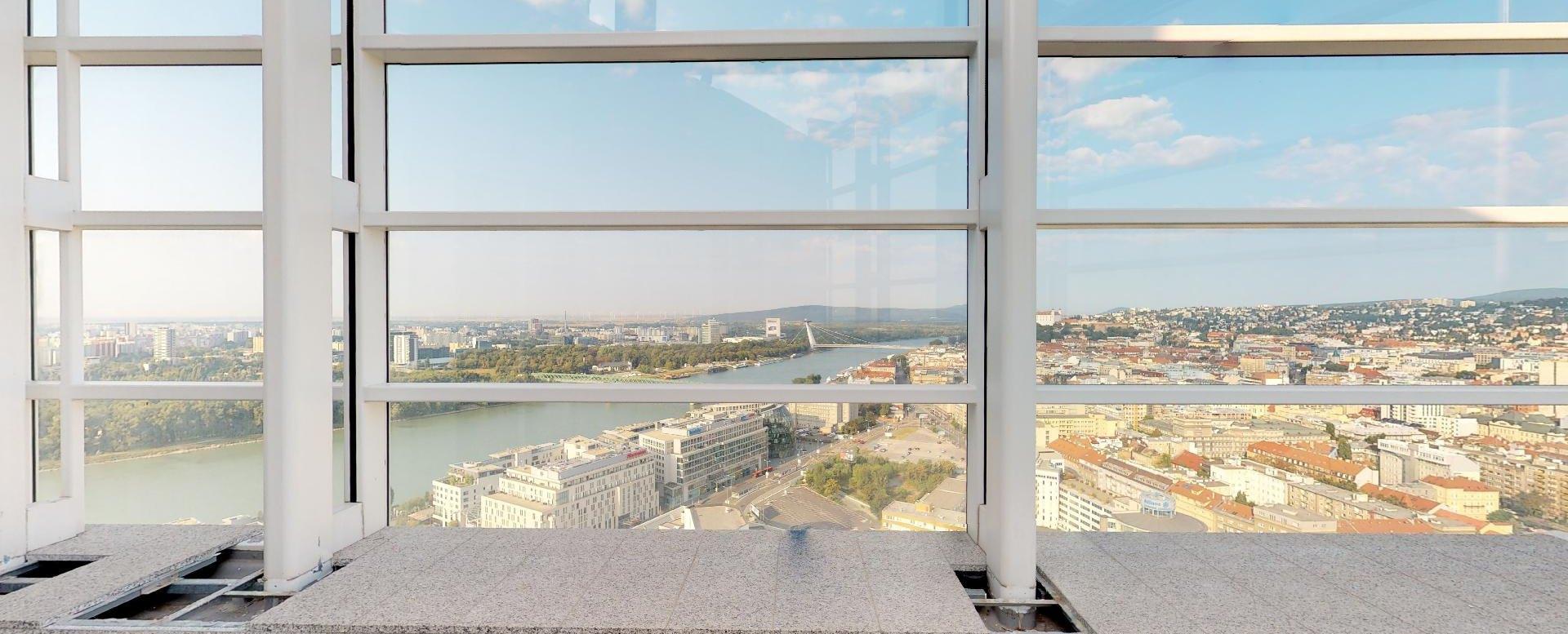 Terasa s panoramatickým výhľadom v penthouse v Panorama Towers