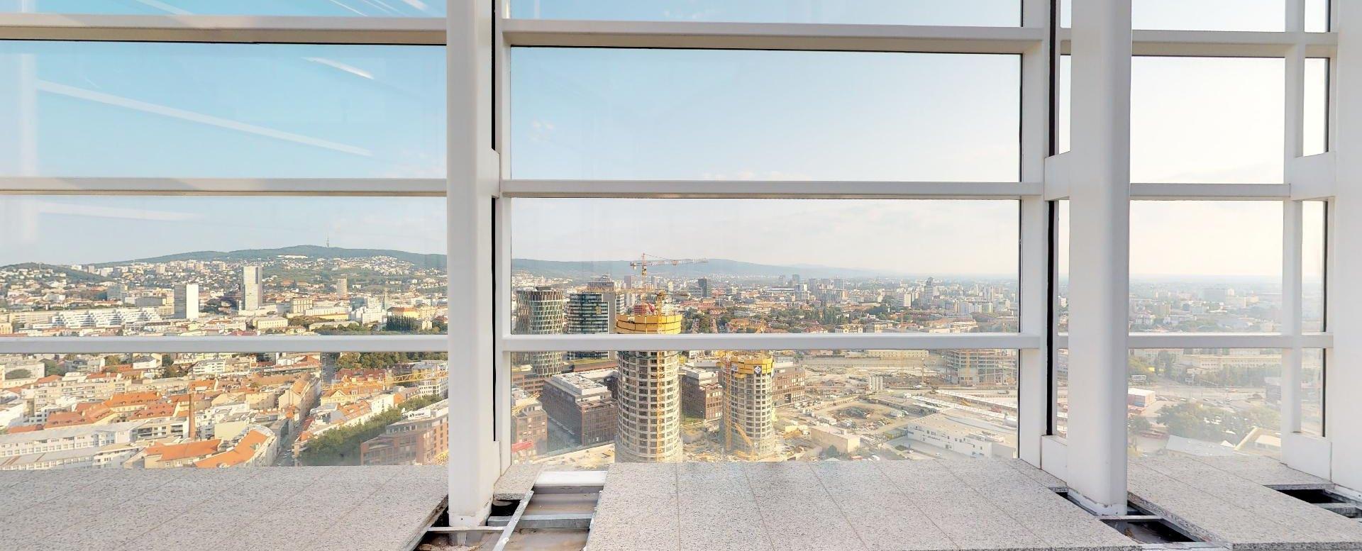 Výhľad na Sky Park z penthousu v Panorama Towers