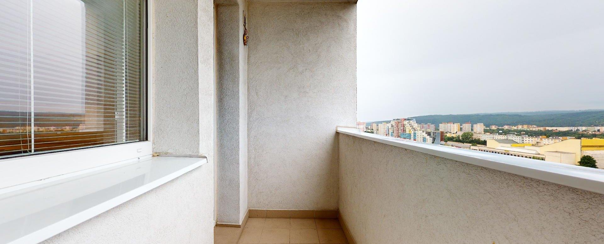 Zateplená lodžia v 2-izbovom byte na Považanovej ulici v Dúbravke