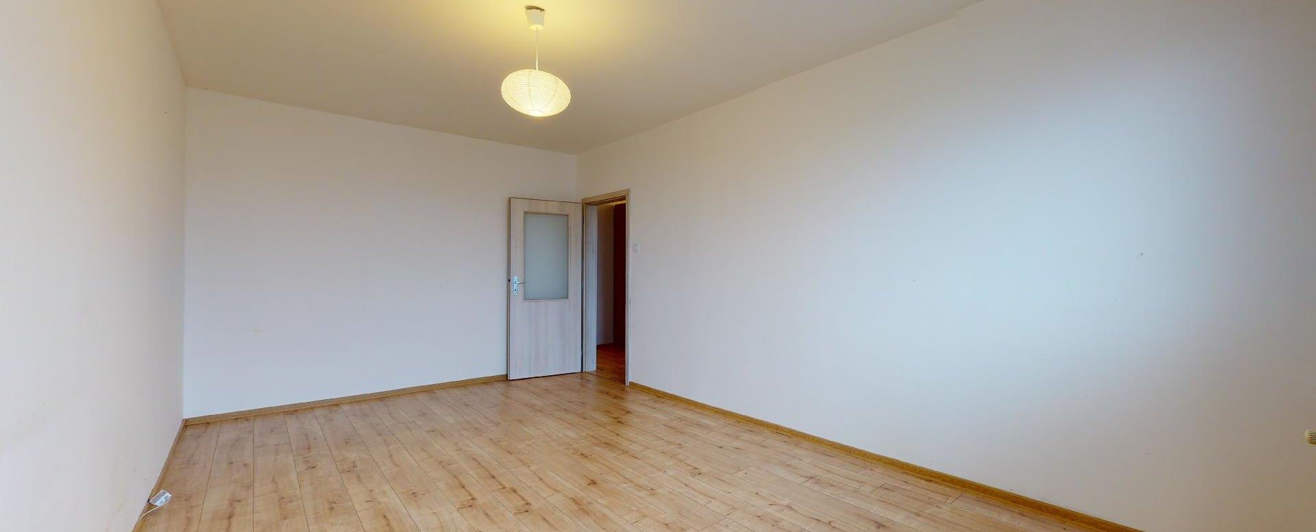 Veľká izba v 2-izbovom byte na Považanovej ulici v Dúbravke