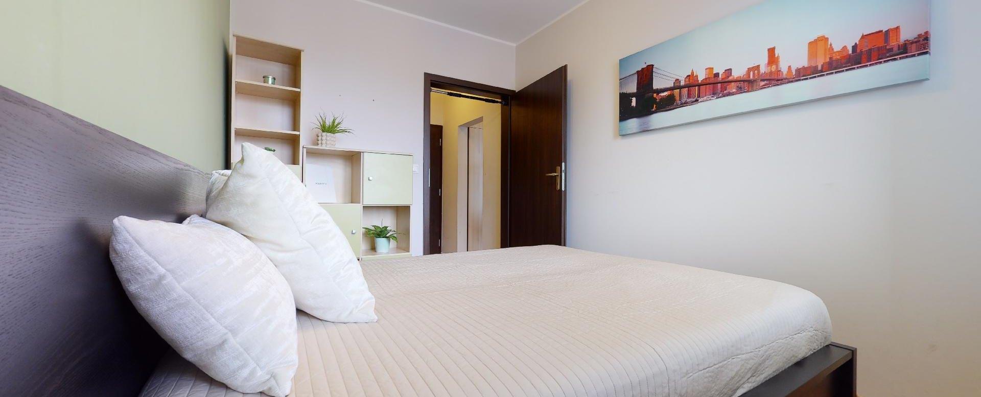 Manželská posteľ v 2-izbovom byte vo Vlčom hrdle