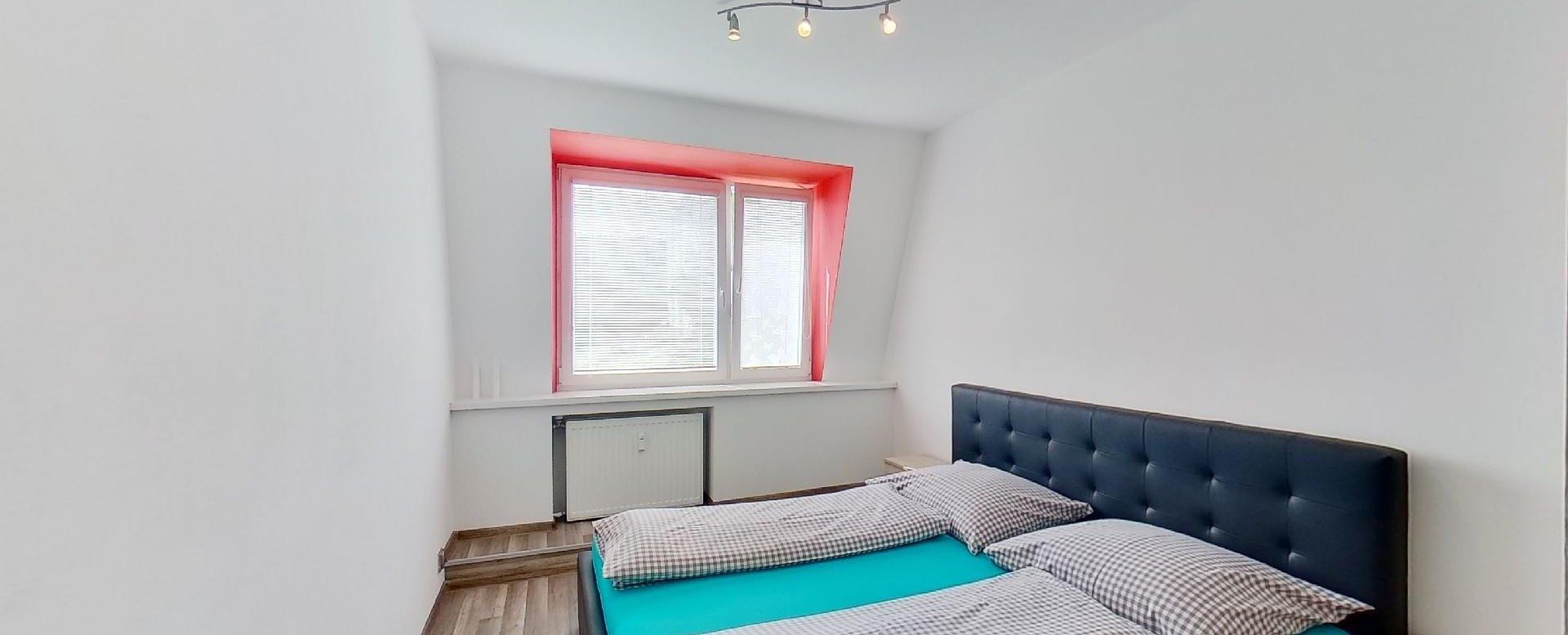 Spálňa s manželskou posteľou