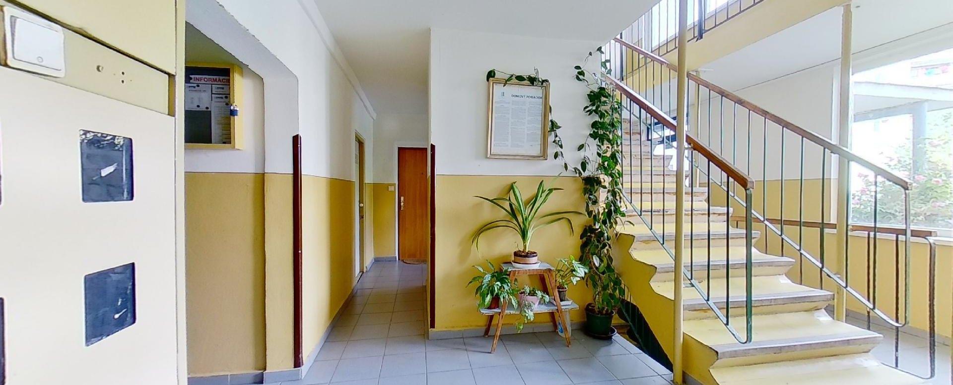 spoločné priestory a schodisko bytového domu