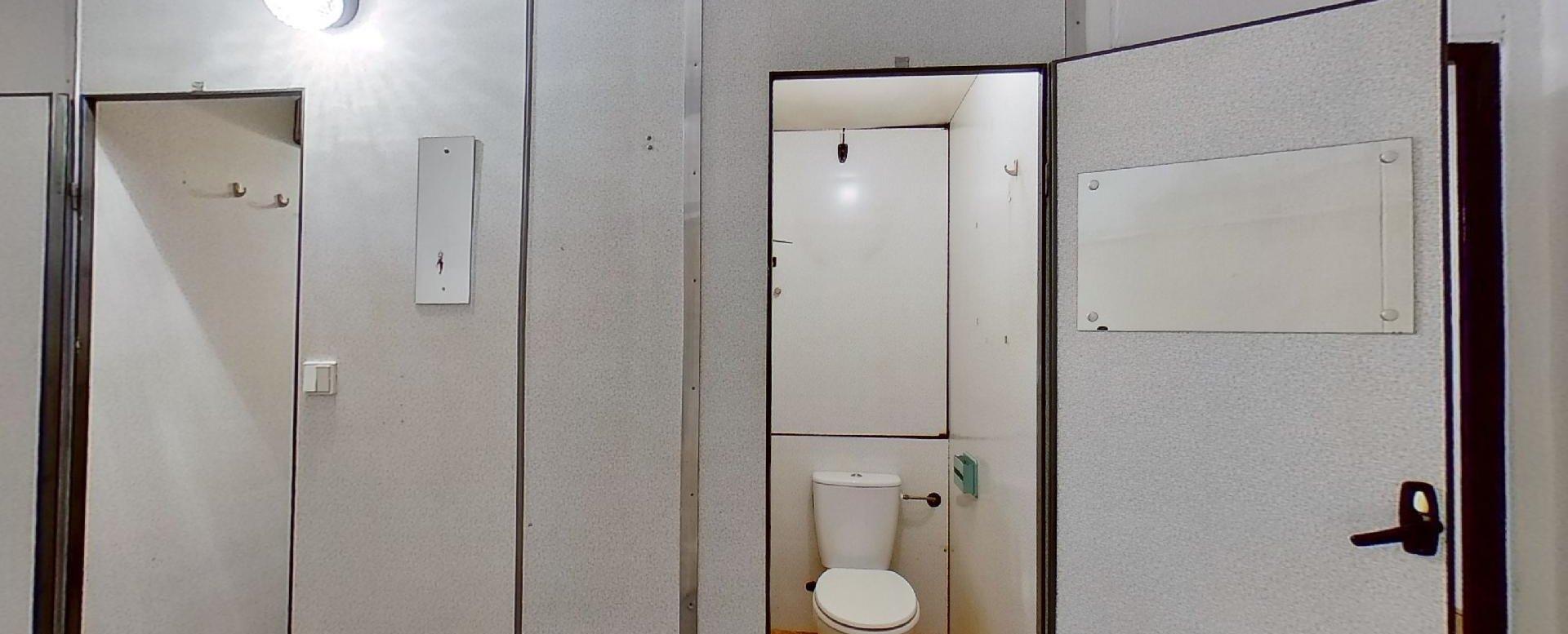 pohľad na jadro s kúpeľňou a toaletou