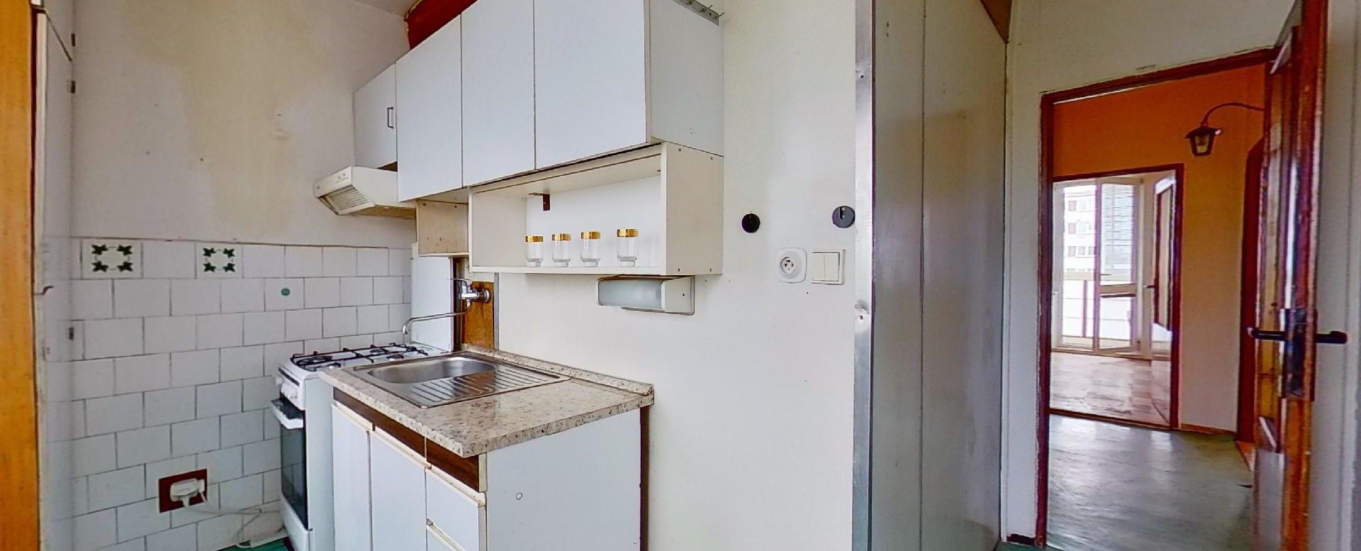 Kuchyňa 3-izbového bytu v pôdovnom stave na Pražskej ulici v Košiciach