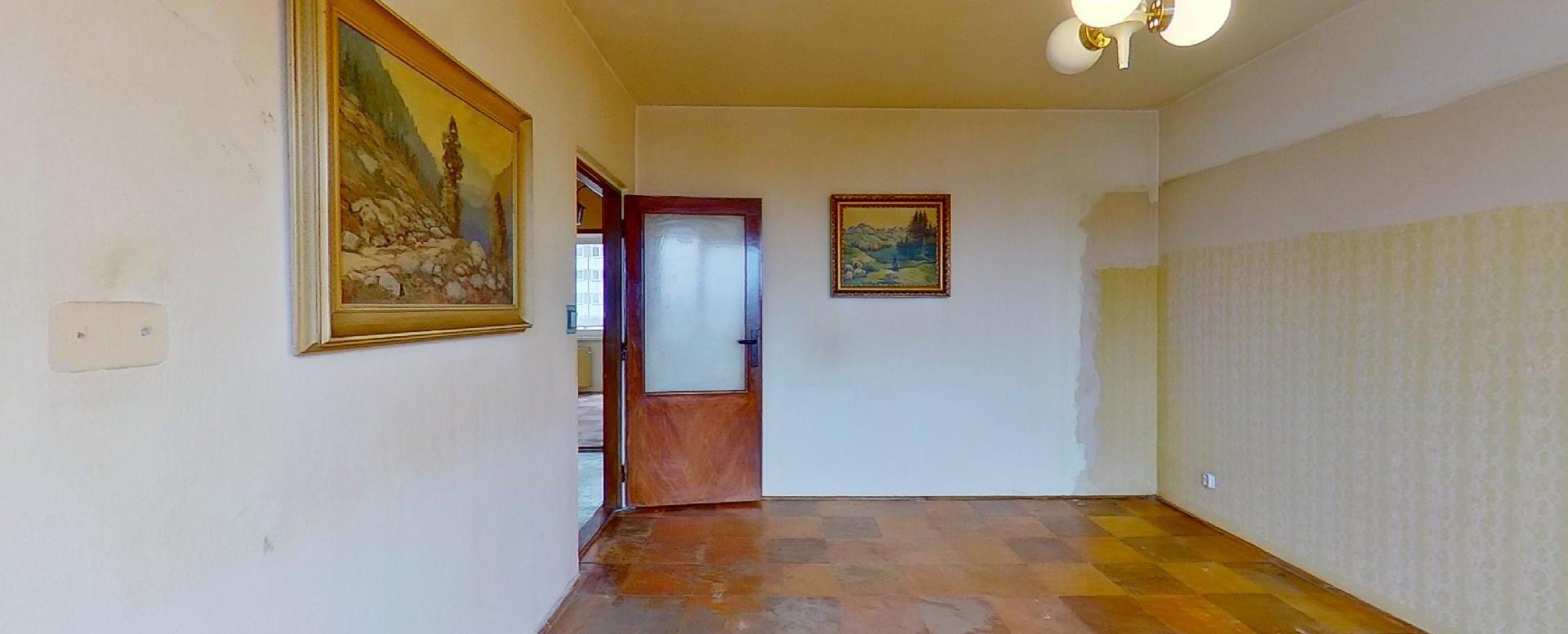Obývačka 3-izbového bytu v pôdovnom stave na Pražskej ulici v Košiciach