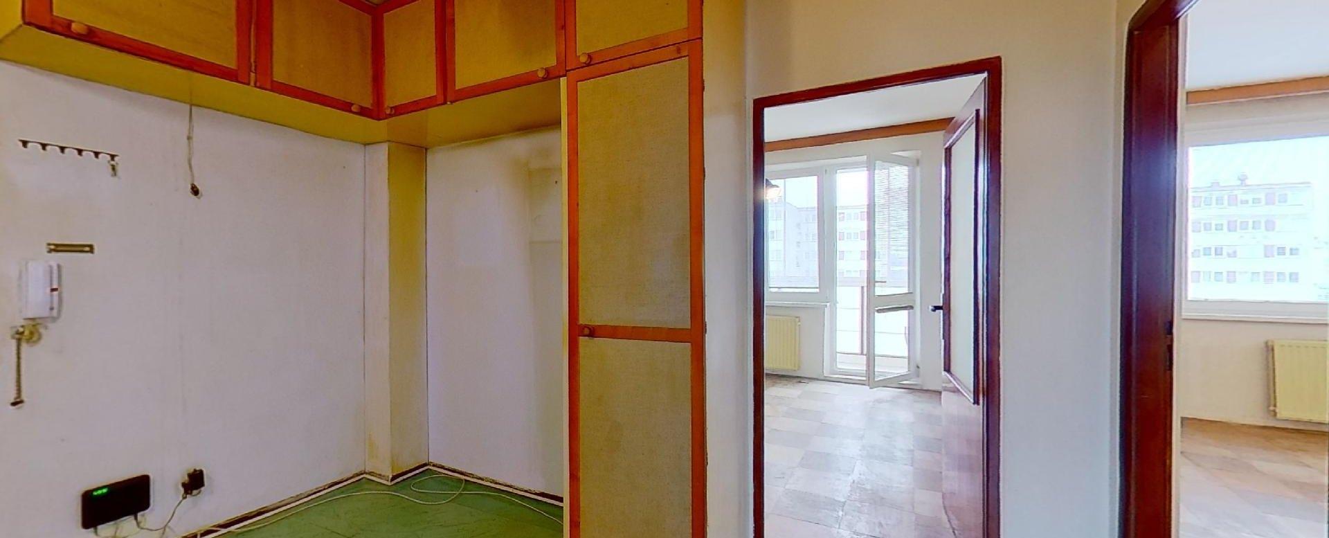 Miesto pre vstavanú skriňu v 3-izbovom byte na Pražskej ulici v Košiciach