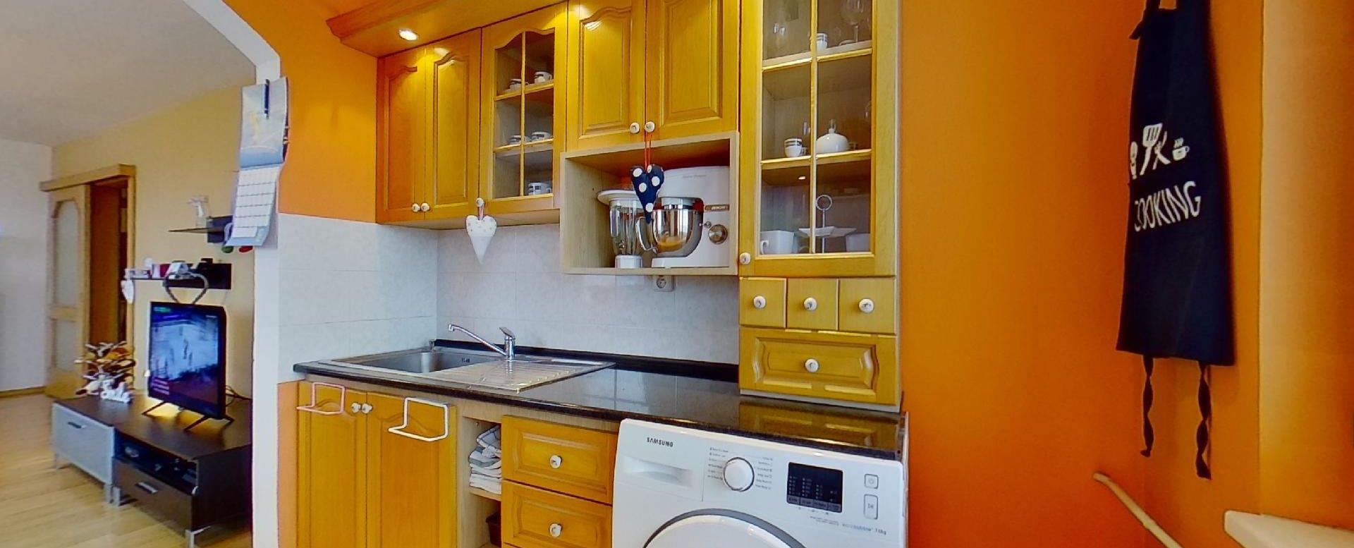 práčka v kuchynskej linke