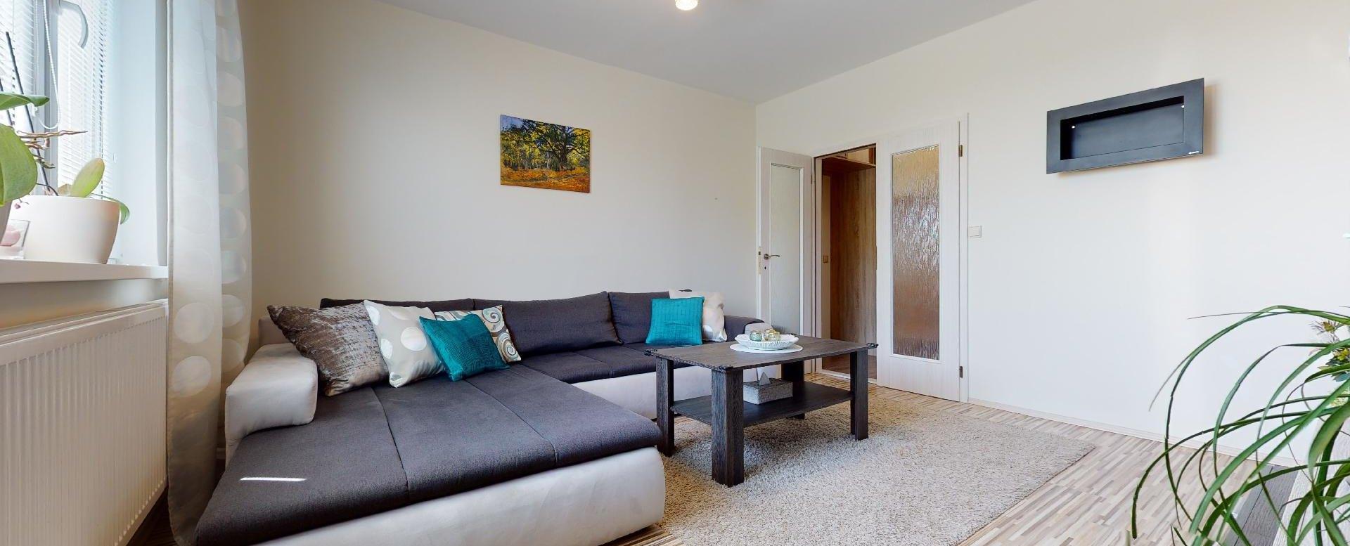 Obývacia izba s rohovou sedačkou