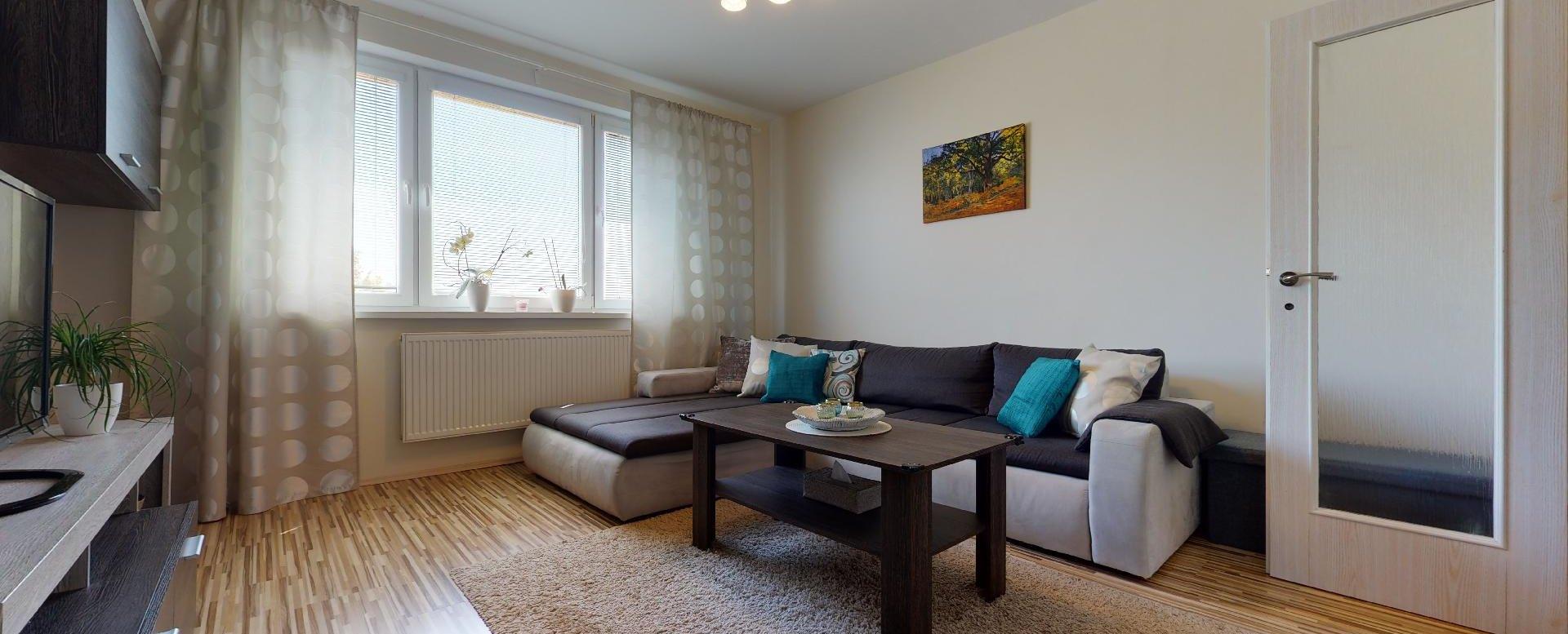 Obývačka s rohovou sedacou súpravou