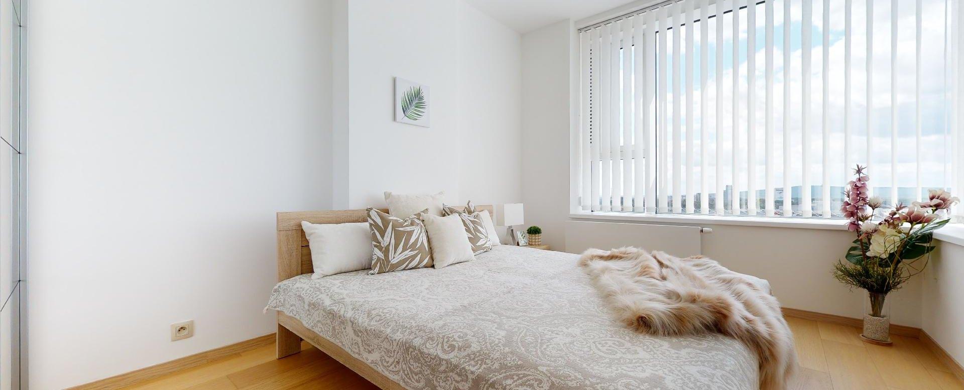 Spálňa s manželskou posteľou v 2-izbovom byte v Panorama Towers - Eurovea City